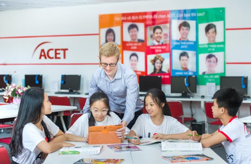Học tiếng Anh trung tâm