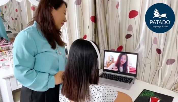 Hot mom và con cùng học Tiếng Anh với giáo viên Patado