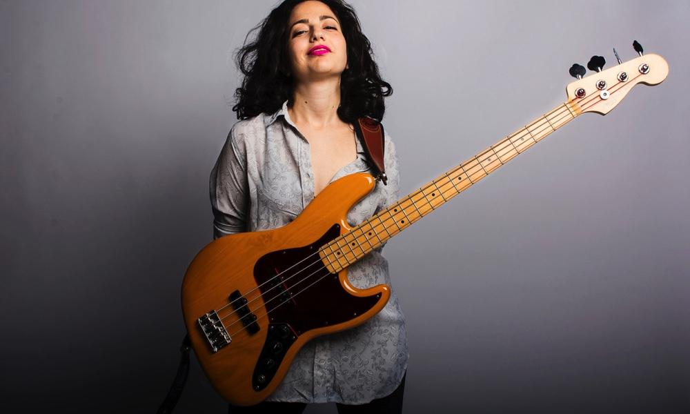 người chơi bass
